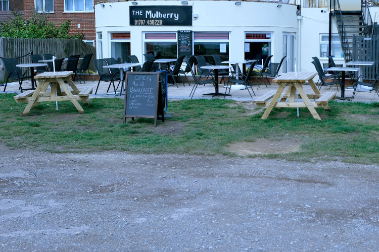 the-mulberry-outdoor-seating-by-the-sea